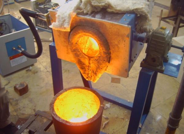 中频炉熔炼铸造铁的节电措施 2