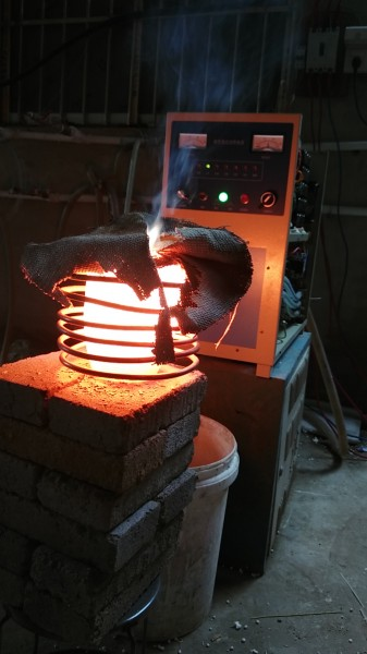 学校做实验用的小型中频熔炼炉 2