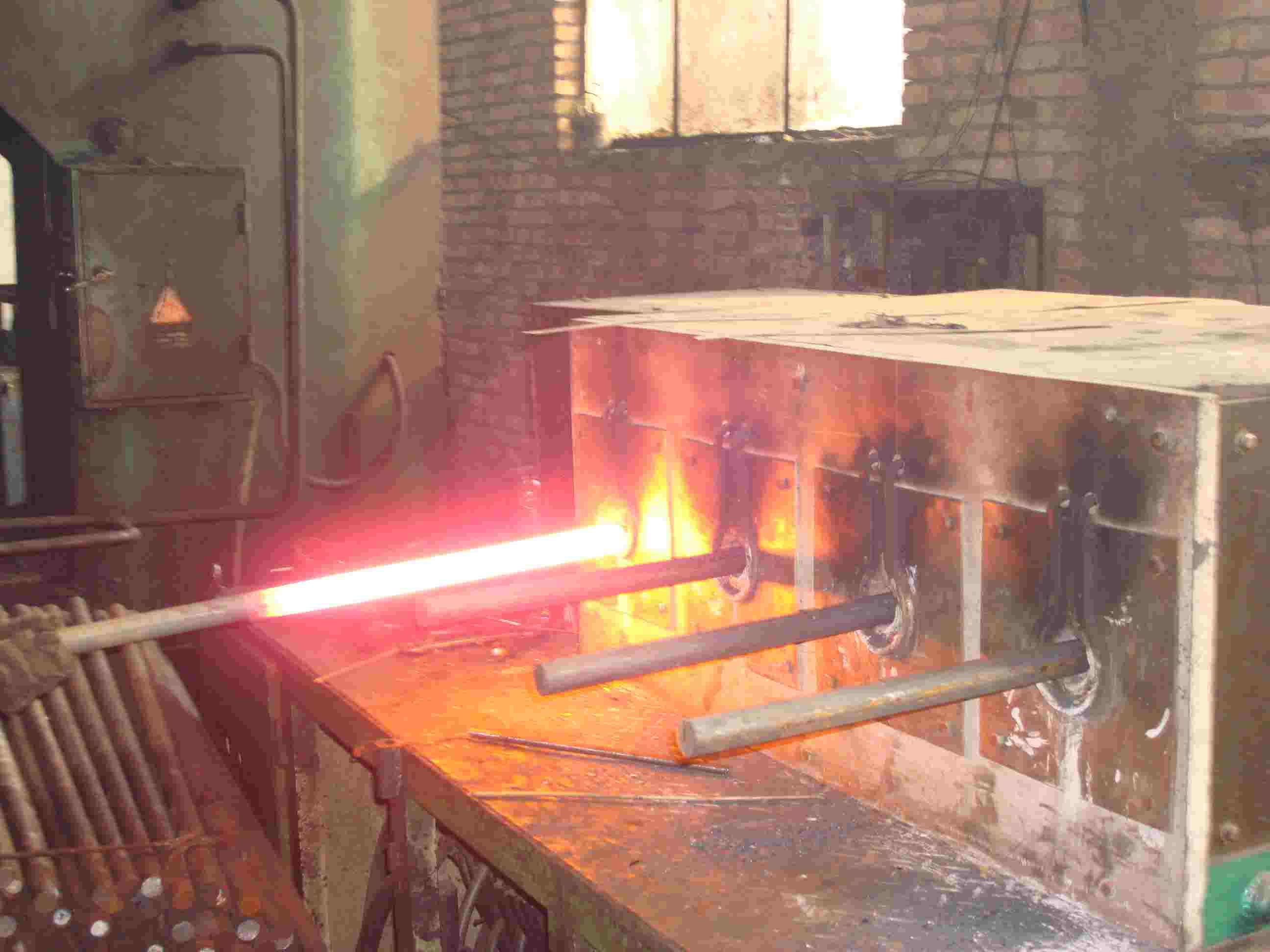 山东济南客户70mm棒料进行中频炉透热